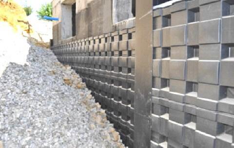 DEFENDER schützt ihre isolierte Kellerwand vor Beschädigungen